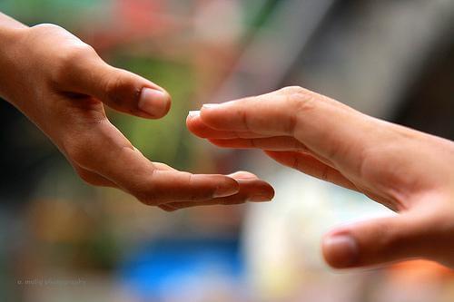 5 passos para alcançar a felicidade ao ajudar os outros