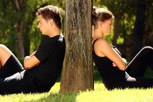 6 hábitos negativos mais comuns nos relacionamentos