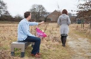 11 atitudes a evitar quando uma relação termina