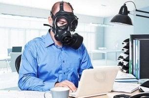 Como lidar com companheiros de trabalho tóxicos?