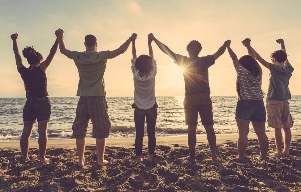Resultado de imagem para Os amigos melhoram-nos a vida