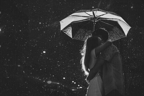 Abraçar as pessoas que amamos