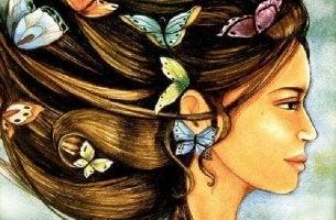 Mulher com borboletas depois dos 40