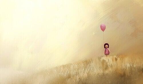 Menina com balão rosa