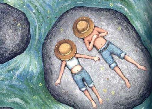 Casal apaixonado descansando em pedra