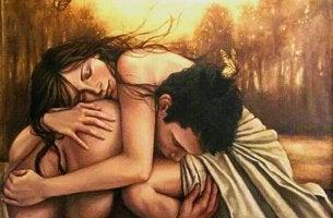 Casal apegado um ao outro