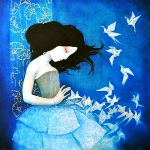 mulher-com-passarinhos-de-papel