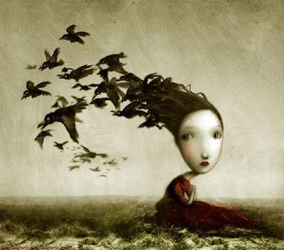 Mulher com cabelo de pássaros pensando no passado