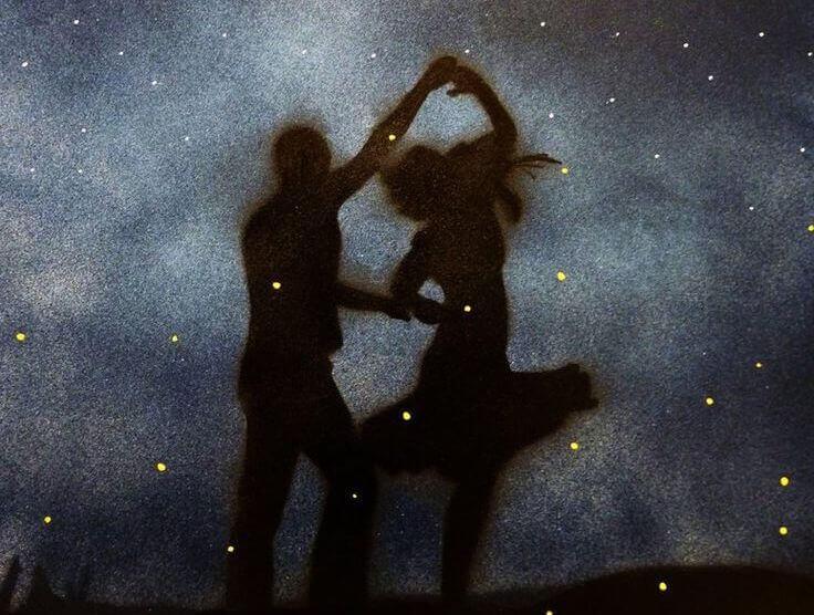 Casal dançando com atitude
