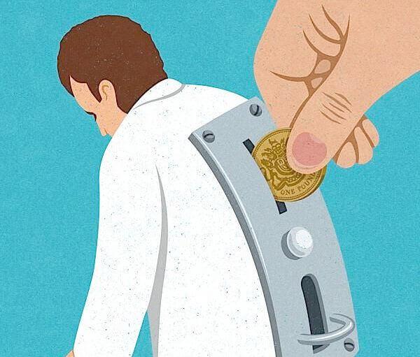 homem máquina com ranhura para introduzir dinheiro