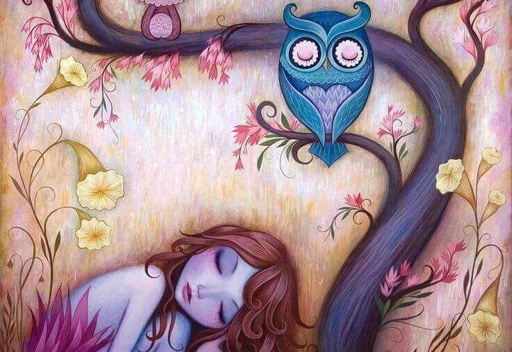 Menina dormindo com coruja