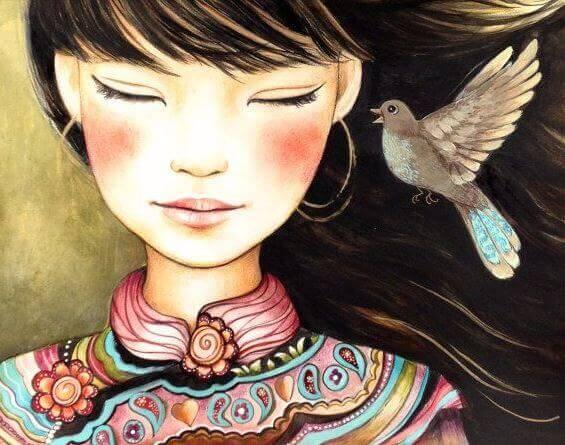 Mulher de olhos fechados com passarinho