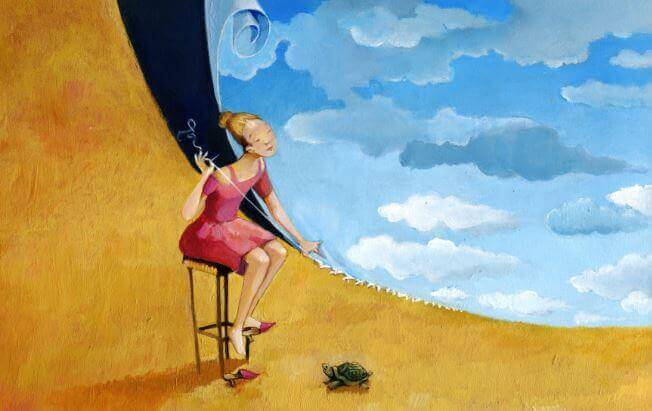 Mulher com tartaruga pensando no passar dos anos