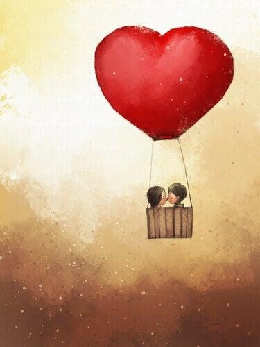 Casal se beijando num balão