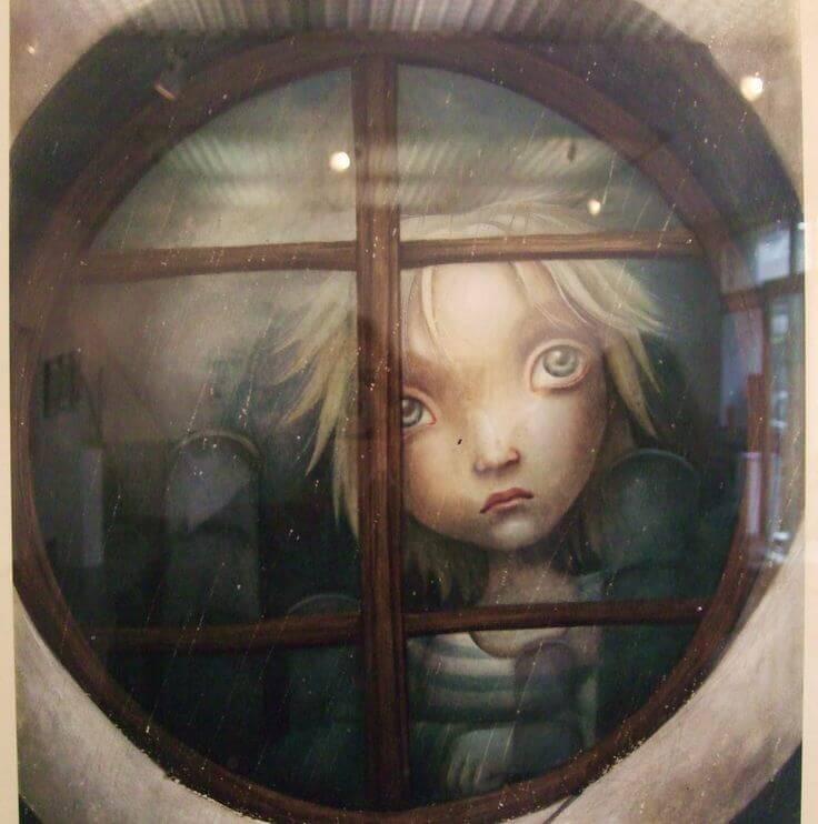Criança triste atrás da janela