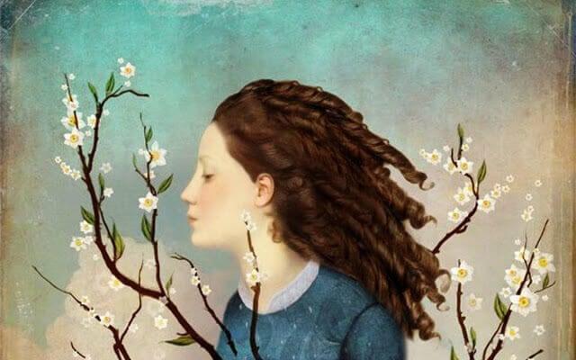 Rosto de menina entre flores pensando em seu passado