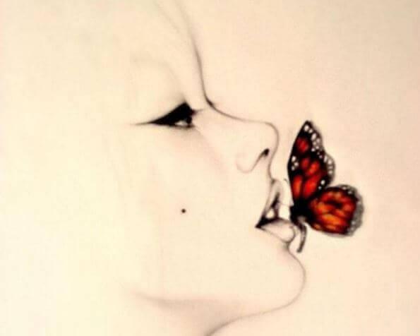 mulher-com-borboleta-na-boca
