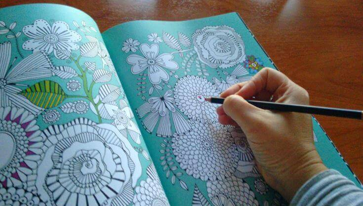 Relaxar com livros de colorir