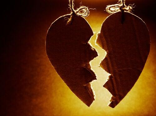 Coração partido pelo fim do relacionamento
