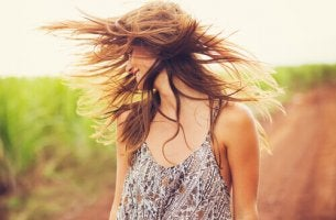 Deixe que a vida bagunce o seu cabelo