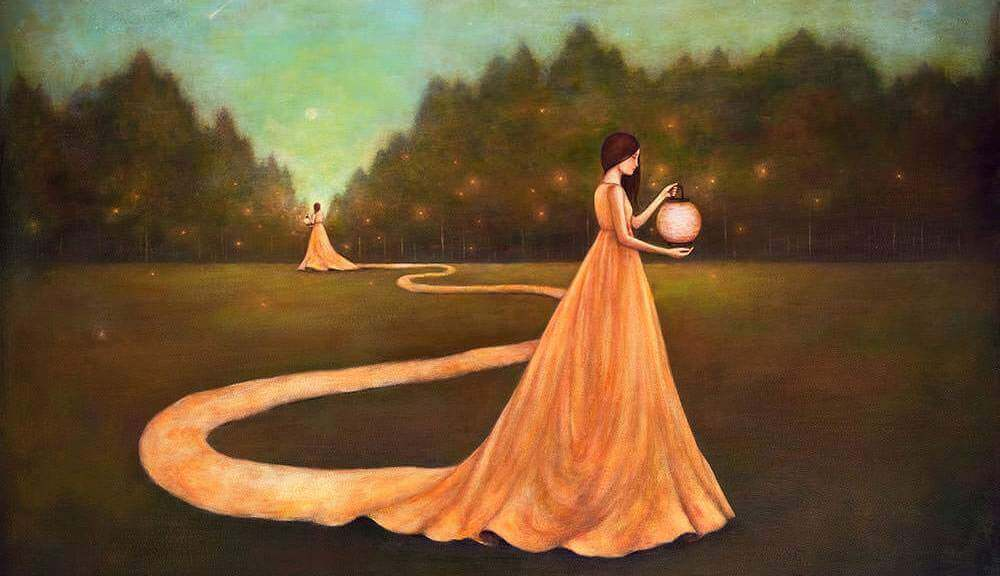 Mulher sozinha em um jardim