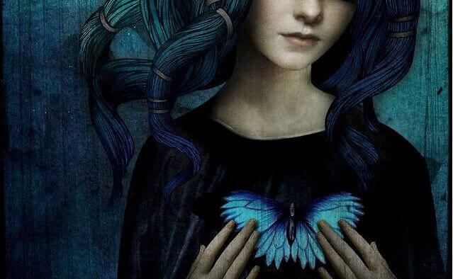 Mulher com coração de borboleta