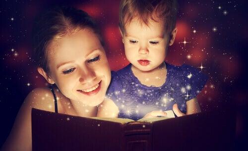 Os benefícios de contar histórias para as crianças