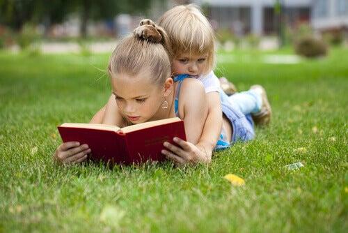 crianças-lendo