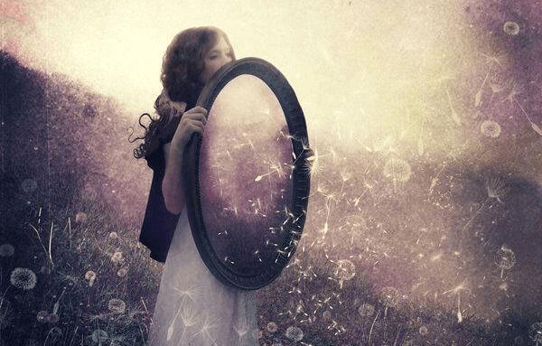 menina-com-espelho