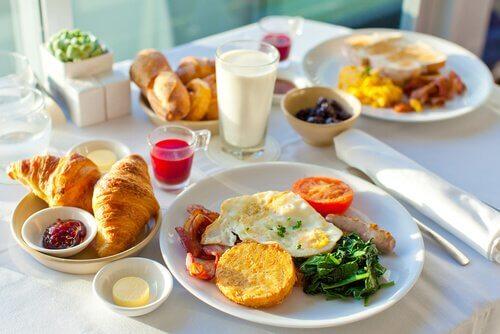 Café da manhã equilibrado para começar o dia