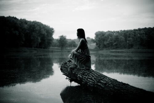mulher-refletindo