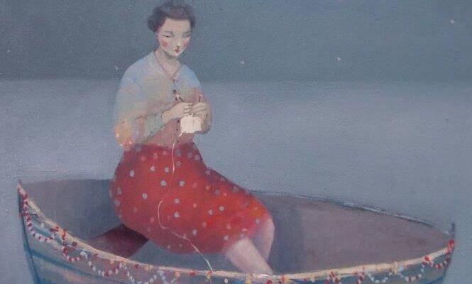 mulher-tricotando-em-barco