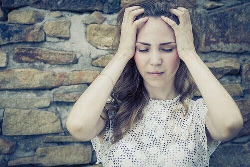 mulher-com-medo-de-se-machucar