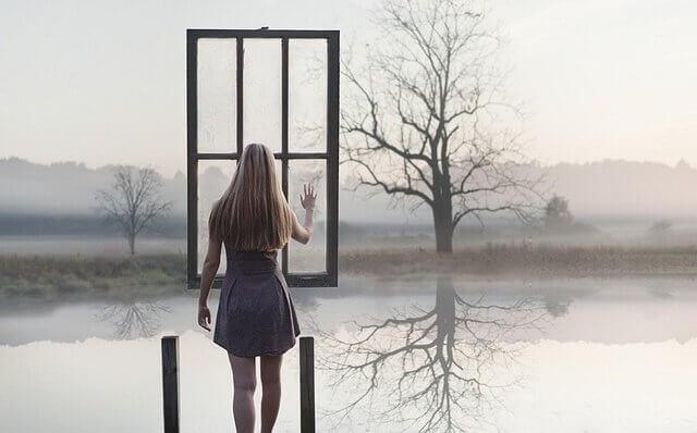 mulher-janela-paisagem