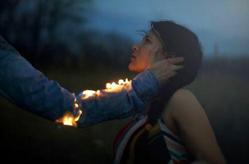 braço-pegando-fogo