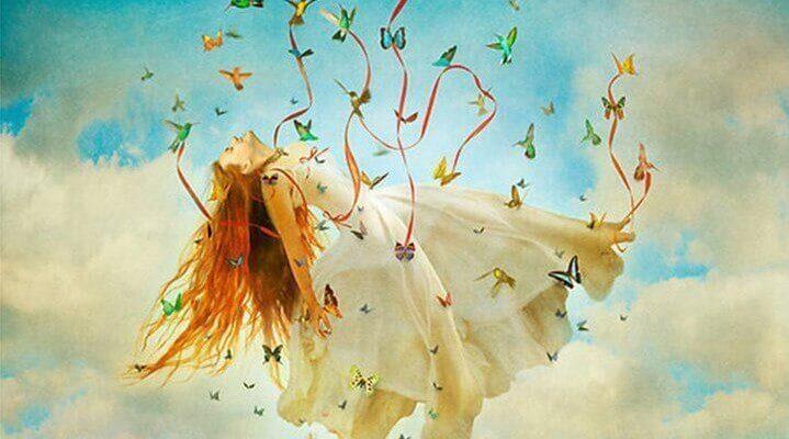 mulher-carregada-por-borboletas