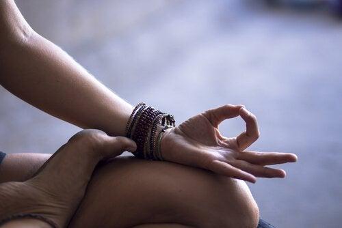 meditar para manter o cérebro jovem