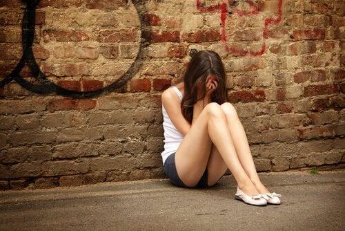 menina-adolescente-sofrendo
