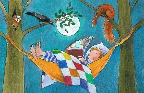 Menino lendo livro na árvore