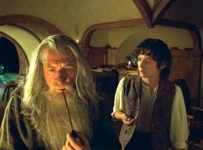 Gandalf entrega o anel a Frodo