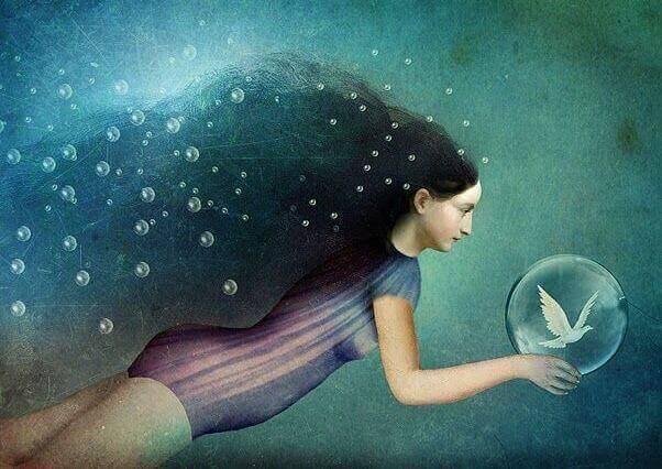 mulher debaixo d'água