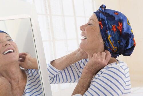 mulher-com-cancer-sorrindo