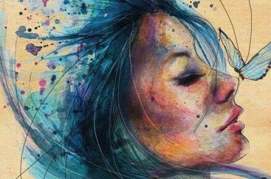 Mulher com cabelo azul