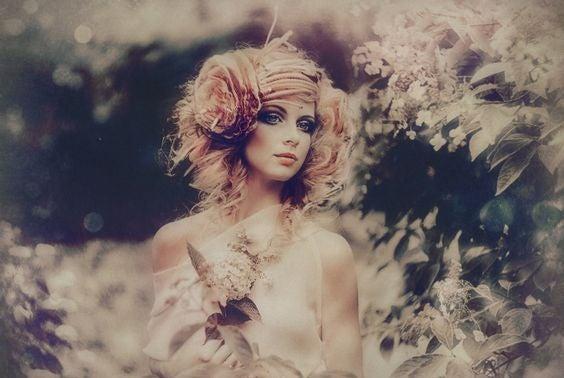 Mulher com um traje de fantasia