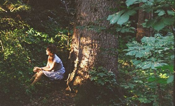 Mulher no bosque