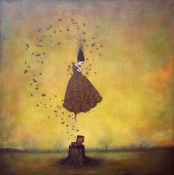 Mulher rodeada de folhas