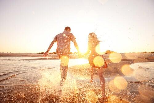 casal-feliz-com-a-vida