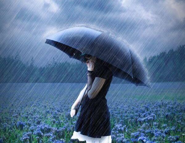 menina-con-guarda-chuva-pensando-em-ser-independente