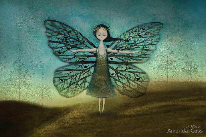mulher com asas de borboleta