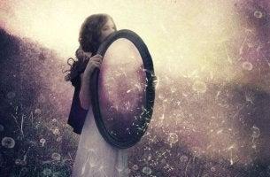 Os relacionamentos são o espelho no qual vemos a nós mesmos